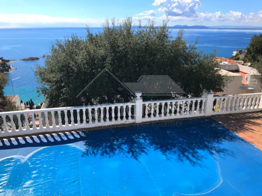 VUE MER: 2 chambres, terrasse, parking et piscine