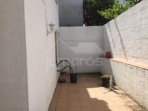 Maison adossée avec jardin et garage