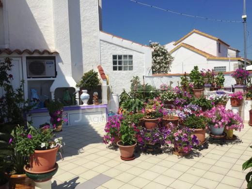 Jolie villa réformée avec piscine