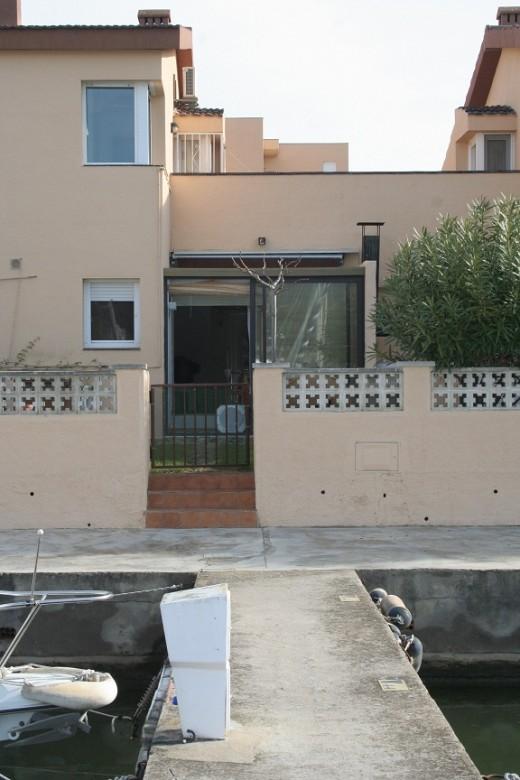 Maison avec amarrage dans un quartier exclusif de Roses.