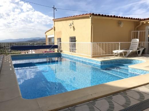 Maison individuelle avec piscine proche du centre de Roses