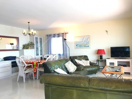 3 chambres, 49m2 terrasses, vue mer, piscine et 2 parkings