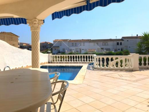 Superbe Villa plein sud avec piscine et amarre de 11m