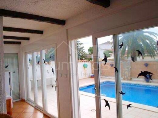 Maison rénovée avec piscine à Empuriabrava