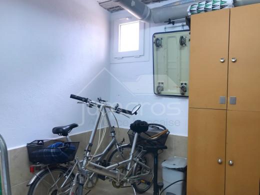 Dernier étage, ascenseur, 48m2 de terrasses, parking + débarras