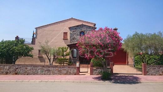 4 chambres, 2 places parking, garage, piscine, au Golf Perelada
