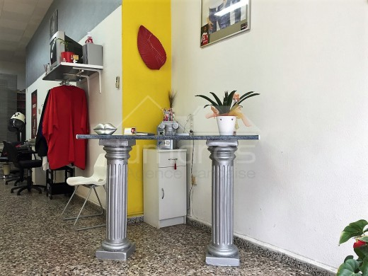 Salon de coiffure, centre de Roses