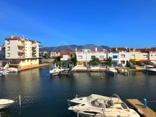 Joli appartement avec parking et vue sur le canal