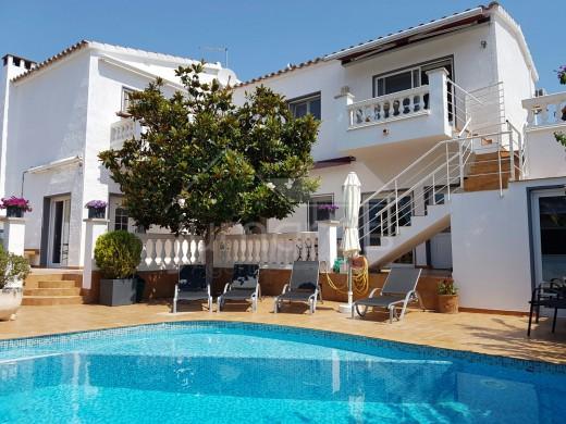 maison avec trois appartements avec piscine à Empuriabrava