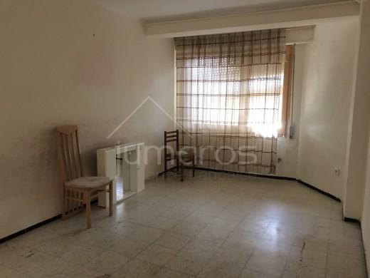 Appartement 2 chambres à rénover dans le centre de Roses