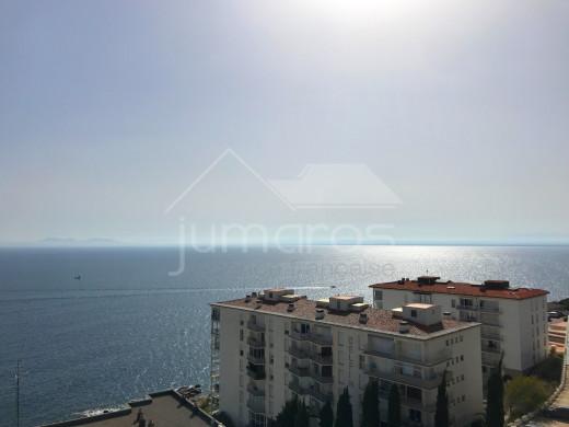 64m2, 2 chambres, vue mer, terrasse couverte, parking