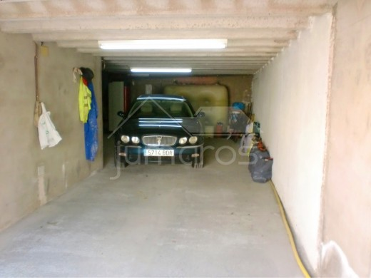 3 chambres, garage pour 3 voitures, possible piscine