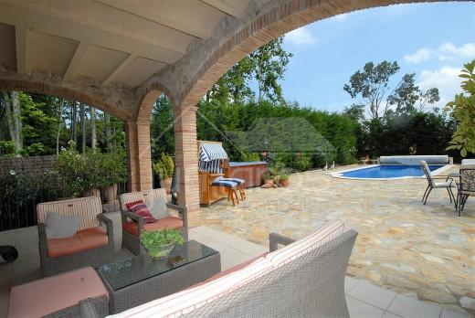 Superbe Mas rénové sur un terrain de plus de 2000m2, avec piscine et double garage, à Torroella de Fluvia