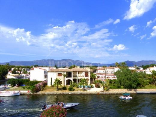 Appartement avec jolie vue sur le canal, Empuriabrava