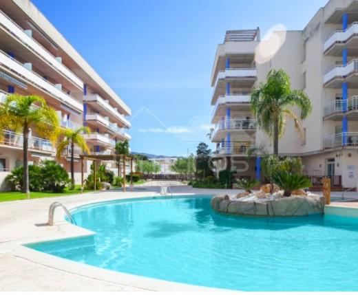 Dernier étage de 2 chambres avec vues piscine dans une résidence sécurisée à Santa Margarida