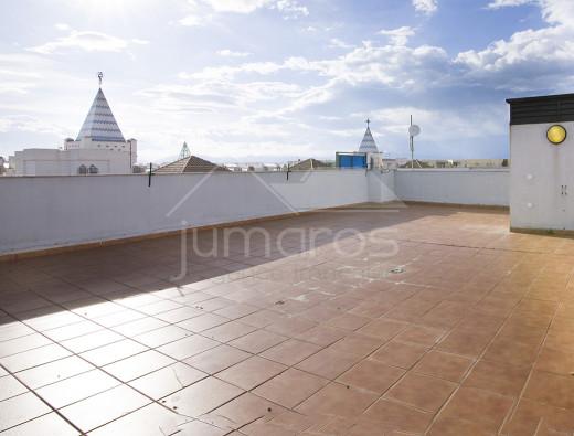Magnifique atico 3 chambres, terrasse, piscine et parking