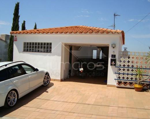 Villa avec piscine et garage, vue sur mer
