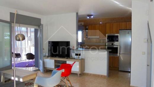 Maison avec piscine et garage à Gariguella