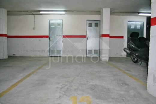 Place de parking et débarras dans le centre de Roses