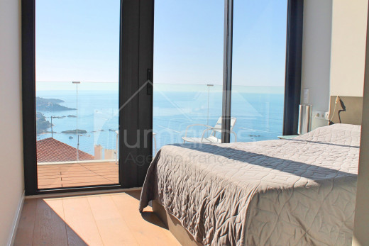 4 habitaciones, piscina con vistas al mar y garaje