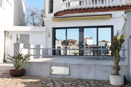 Villa au canal avec 4 chambres, piscine et amarre privée