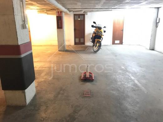 Parking avec cave en sous-terrain