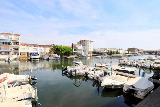 Studio avec terrasse vue canal et parking