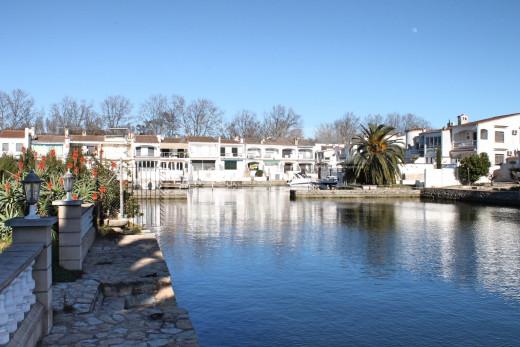 Maison canal large, amarre 14m, exposition sud