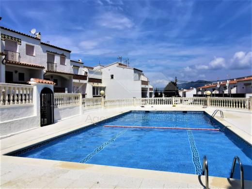 Maison mitoyenne 2 chambres avec piscine