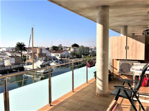 Appartement avec vue sur le canal, piscine communautaire et parking