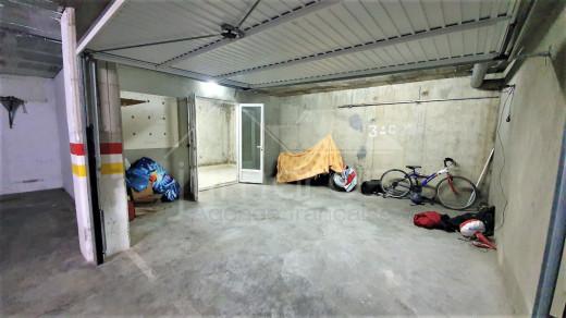 Garage avec débarras