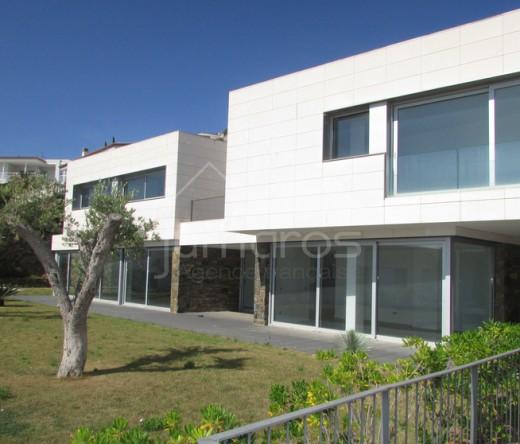 Villa de luxe avec 4 chambres, parking et piscine