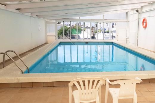 Appartement vue canal avec piscine à 500 m de la mer