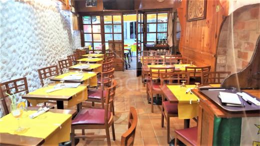 Restaurant-Pizzeria au centre de Roses