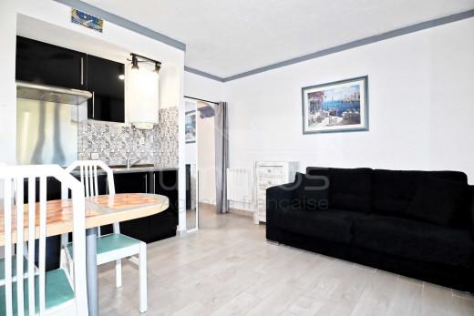 Appartement avec terrasse, piscine et parking