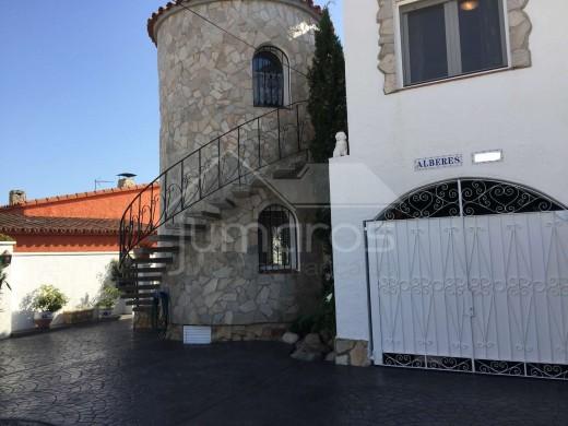 Maison avec 2 studios et piscine à Empuriabrava
