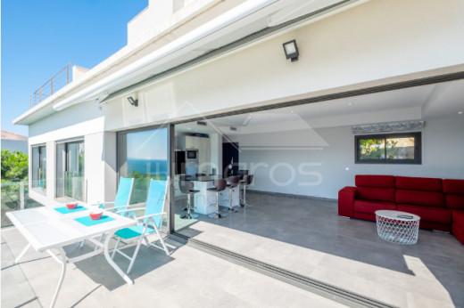Belle maison avec vue mer et piscine à débordement