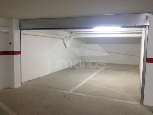 Garage en sous sol dans le centre de Roses