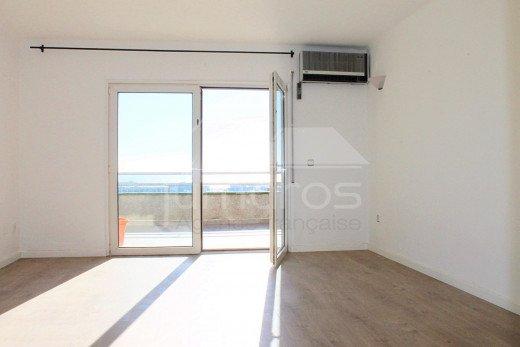 110m2, rénové, 3 chambres, vue mer, centre de Roses