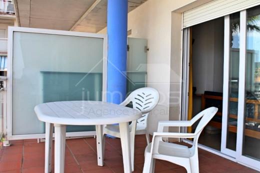 2 chambres, terrasse 10m2, vue canal, piscine communautaire