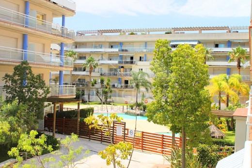 2 chambres, terrasse de 10m2, piscine communautaire