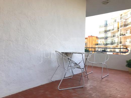 2 chambres, rénové, terrasse de 28m2, 100m de la plage