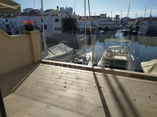 Maison de 3 chambres, amarre voilier en propriété, garage
