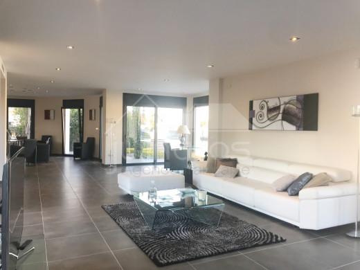 Villa de luxe, 5 chambres, 336m2, amarre voilier de 27m