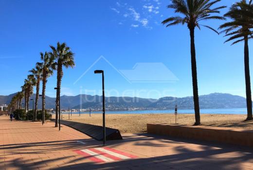 Appartement à 150m de la plage avec terrasse et parking