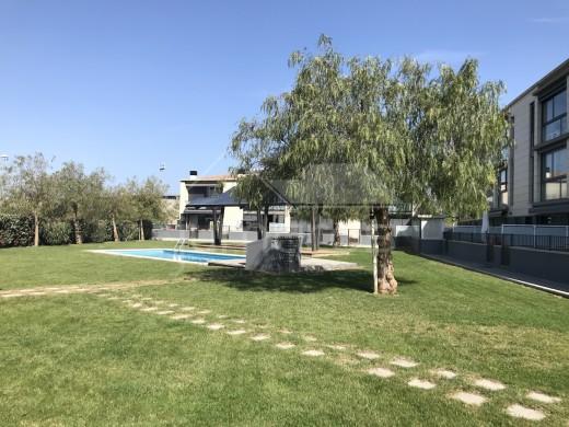 Bel Appartement avec piscine communautaire au centre de Roses