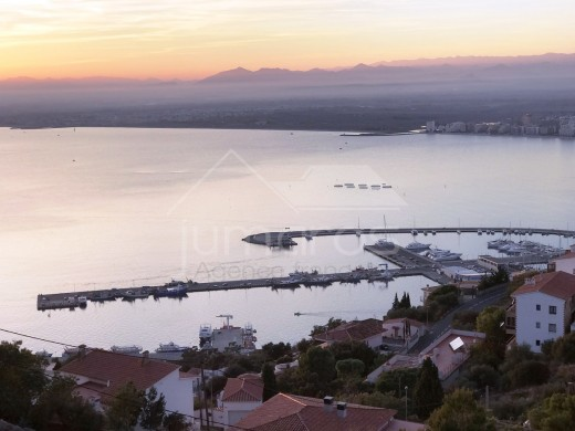 Belle maison avec très grande terrasse vue magnifique mer