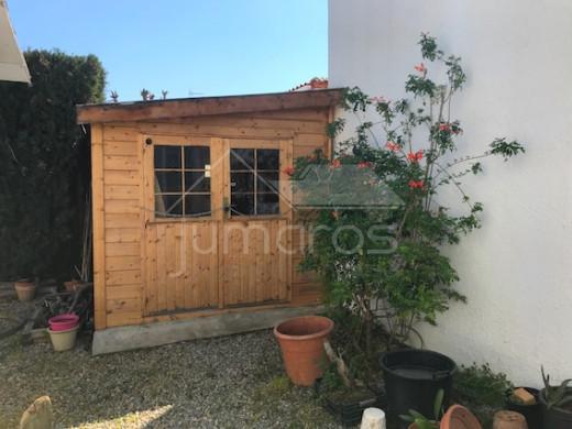 2 chambres, grand jardin, garage, parking et possibre piscine