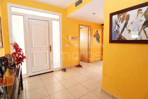 Villa 4 chambres avec piscine et garage privé