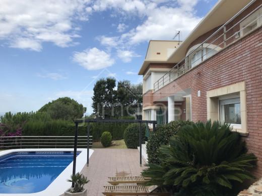 353m2, 6 chambres, piscine, magnifique vue